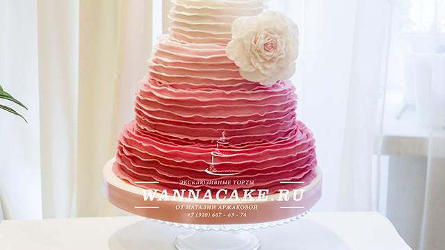 Свадебный торт омбре (с плавным переходом одного цвета в другой)