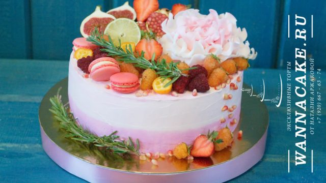 Торт со свежими ягодами и фруктами