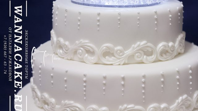 Свадебный многоярусный торт на подставке с подсветкой