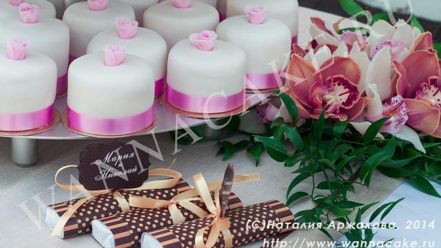 Свадебный торт с капкейками.